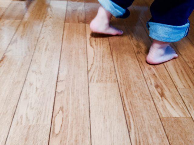 床から音が……床がきしむ原因と対策