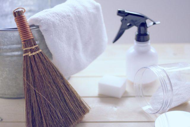 部屋の壁紙、クロスの汚れが気になる……家庭でもできるクロス汚れの落とし方