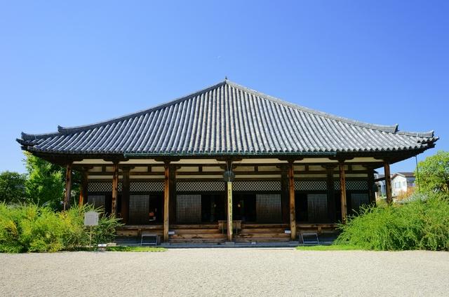 今も国宝を守る日本最古の瓦屋根とは