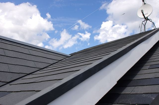 屋根の葺き替え工事前に知っておきたい! スレート屋根の種類と特徴