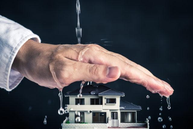 屋根の雨音がうるさい……屋根の雨音を軽減する方法とは?
