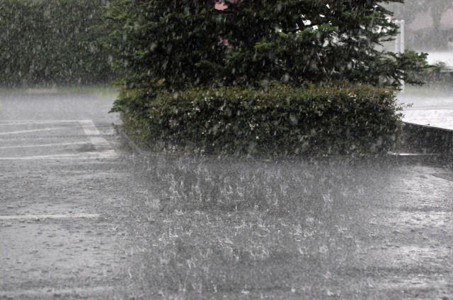 油断は禁物! ゲリラ豪雨で雨漏りしてしまう前にやっておくべきメンテナンス